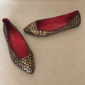 Jeffery Campbell Gold sequin ballet flats • 8.5